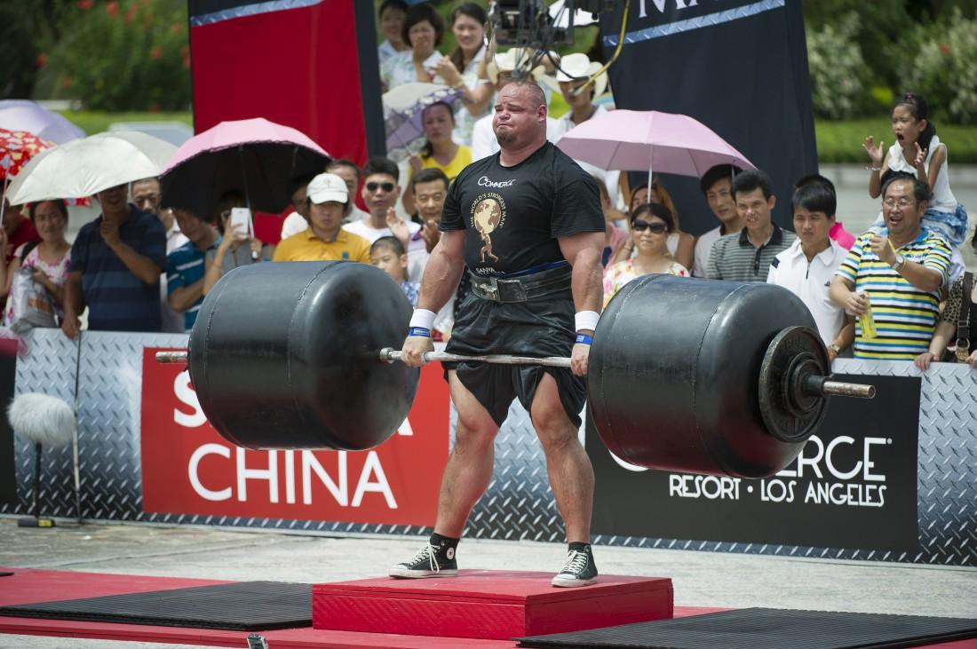 Становая с запредельными весами на не разогретые мышцы = травма