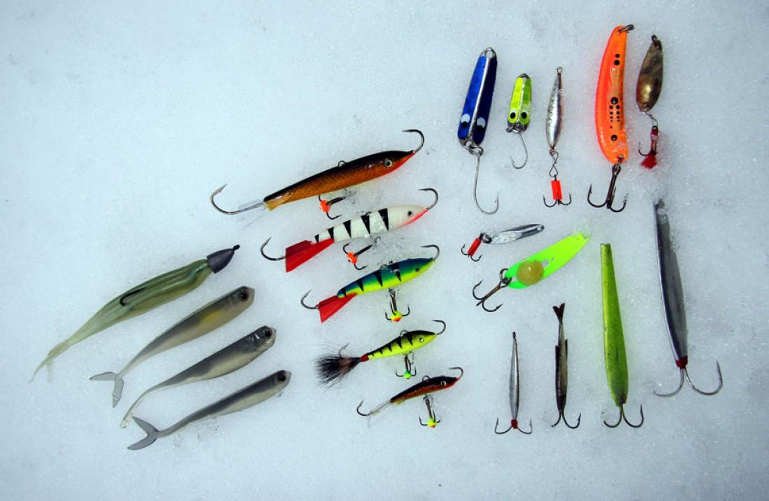 Любой уважающий себя рыбак всегда имеет солидный набор зимних приманок