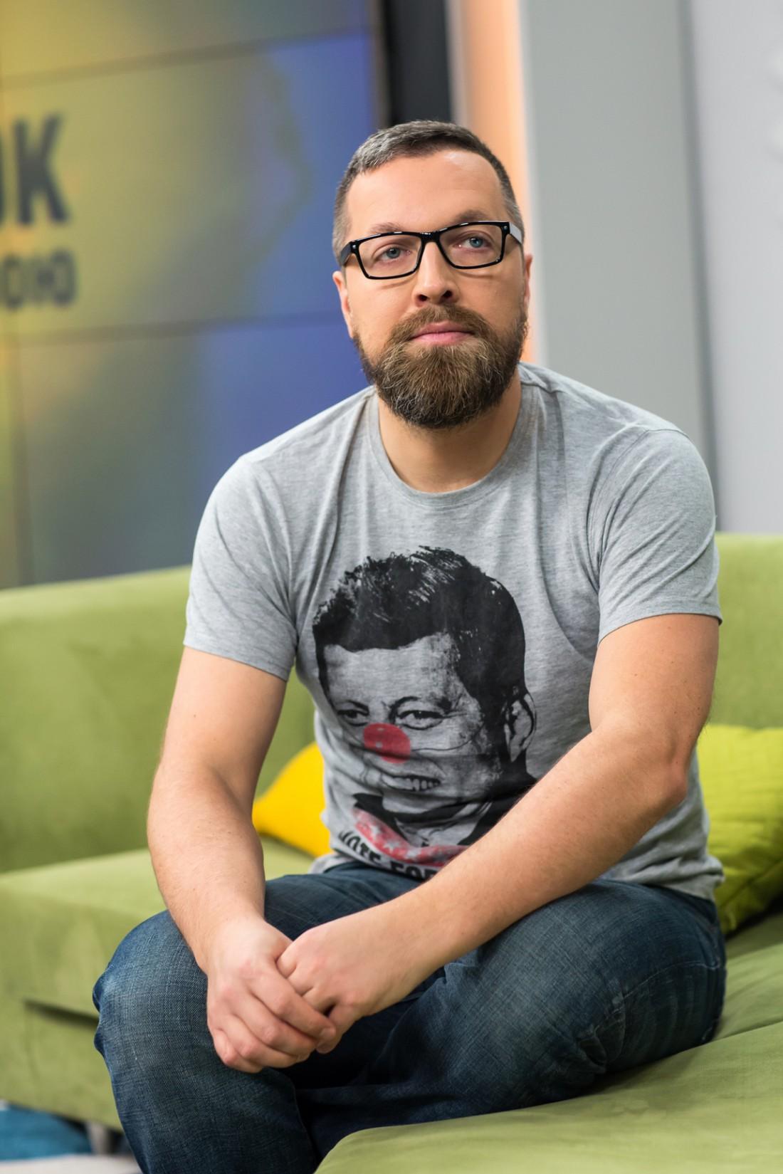Бородатый ведущий программы Утро с Украиной Николай Матросов