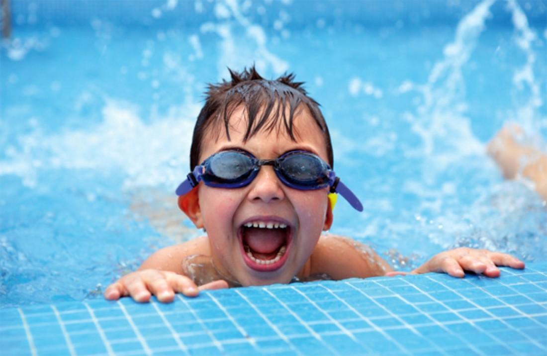 Не открывай рот в бассейне, и тем более не глотай там воду
