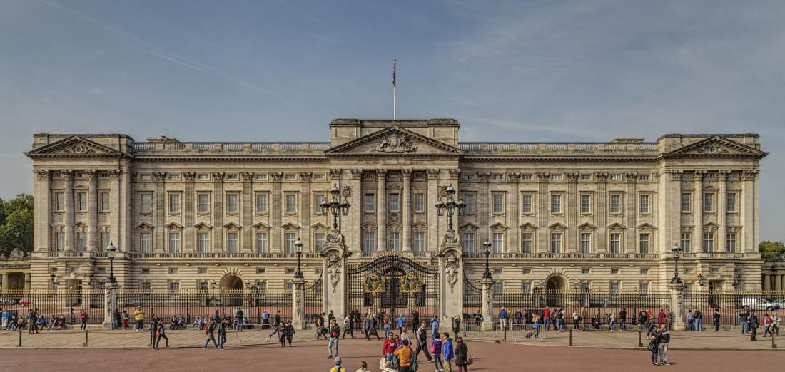 Букингемский дворец. В нем живет Королева Елизавета II