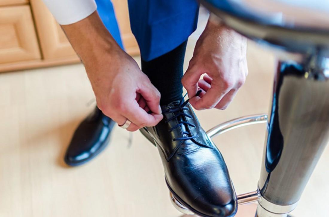 Черная обувь - универсальна, не подходит только к спортивному стилю
