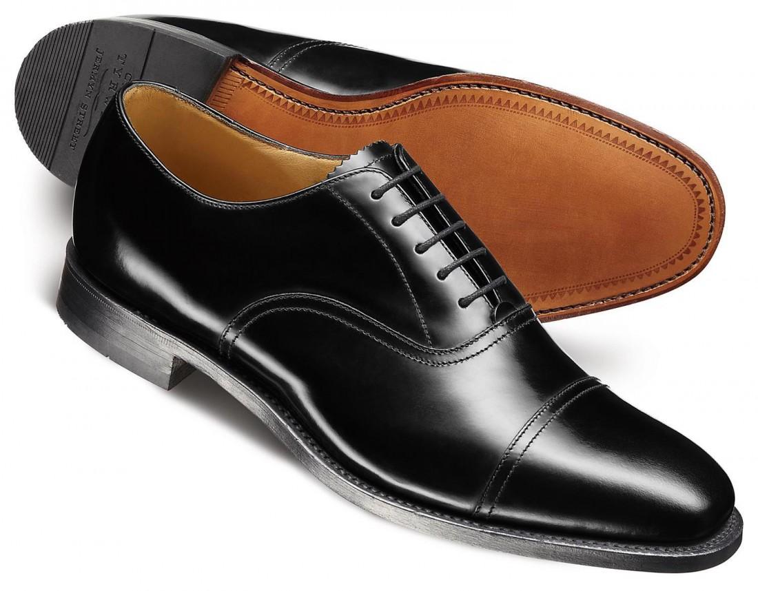 Оксфорды — строгие мужские туфли с закрытой шнуровкой
