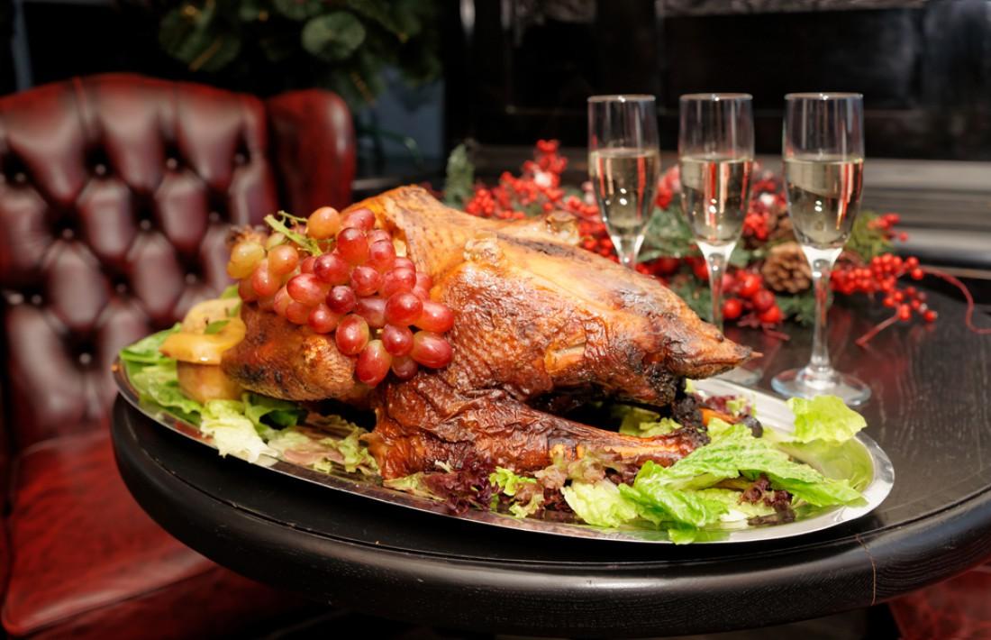 Фаршированная утка - шикарное дополнение к новогоднему столу