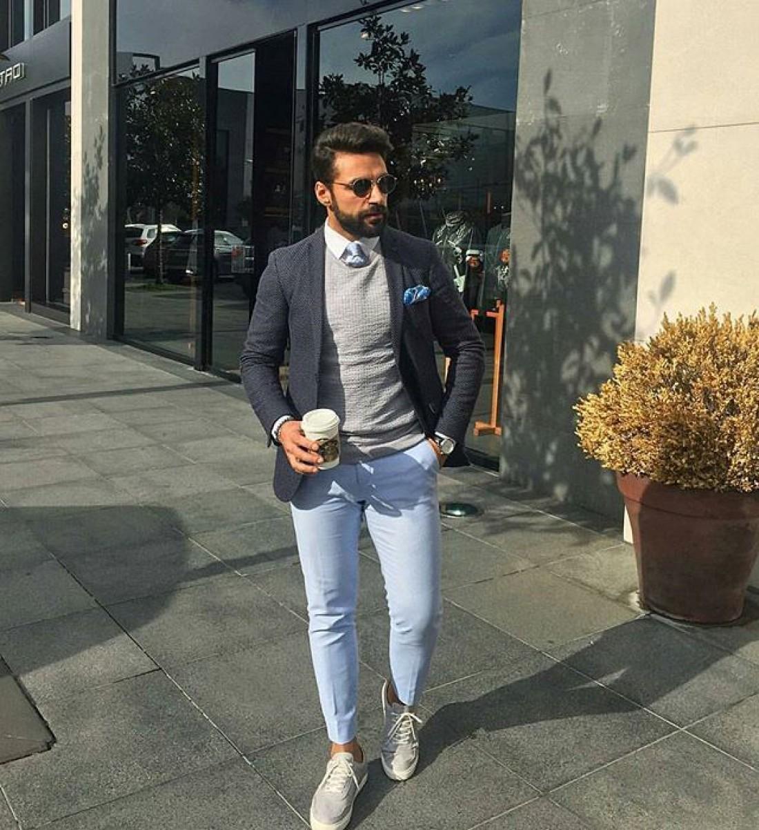 Неформальный пиджак пойдет к джинсам без потертостей и дырок