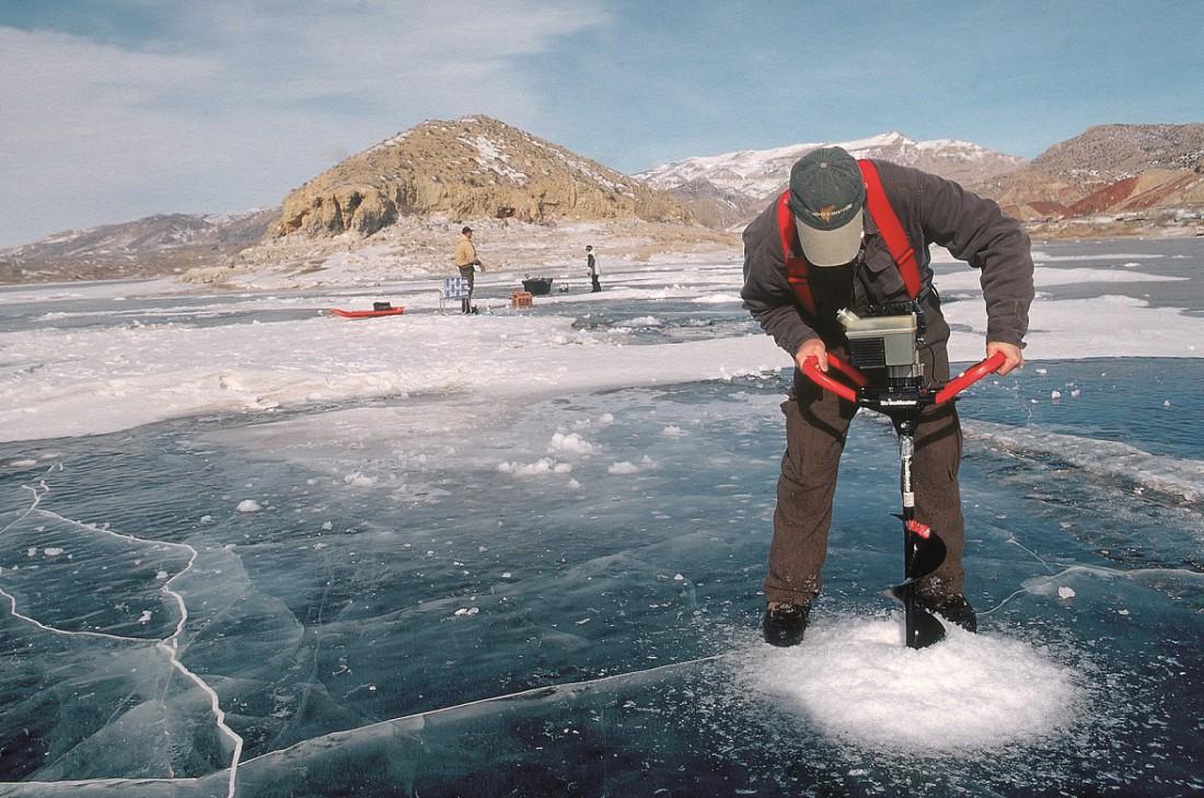 Хороший тон на зимней рыбалке — не использовать чужие лунки, только свои