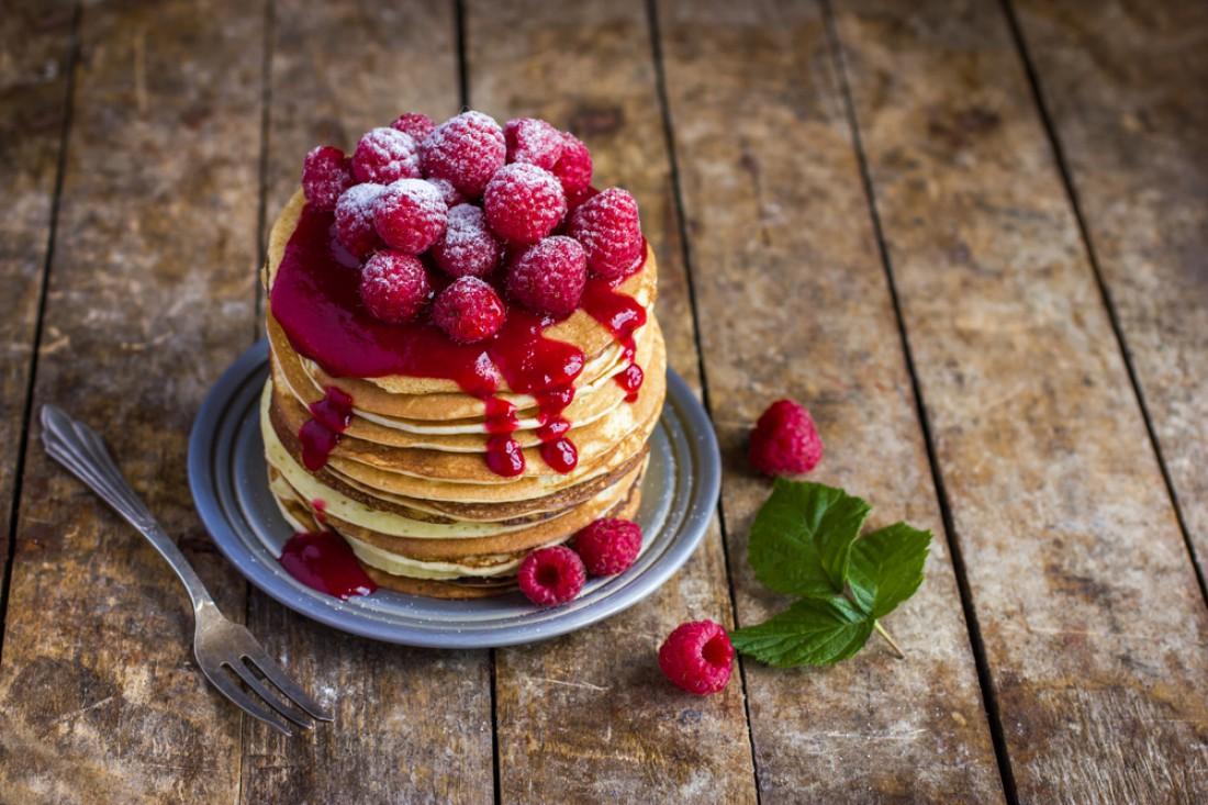 Ешь блины со свежими фруктами — будет вкусно и здорово