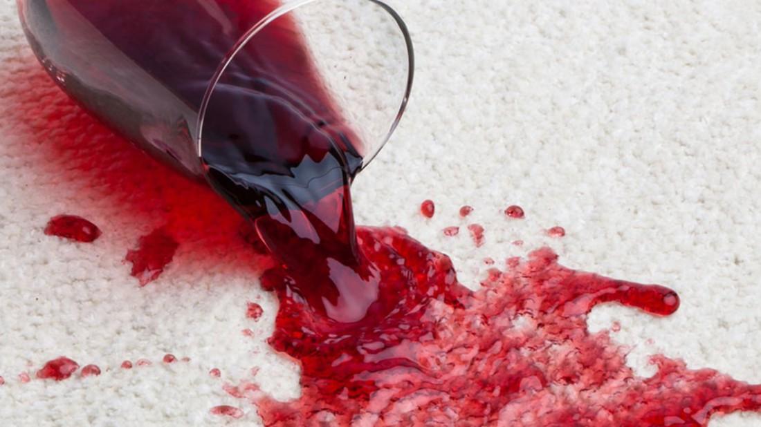 Народная примета: разлитое вино — к походу за следующей бутылкой