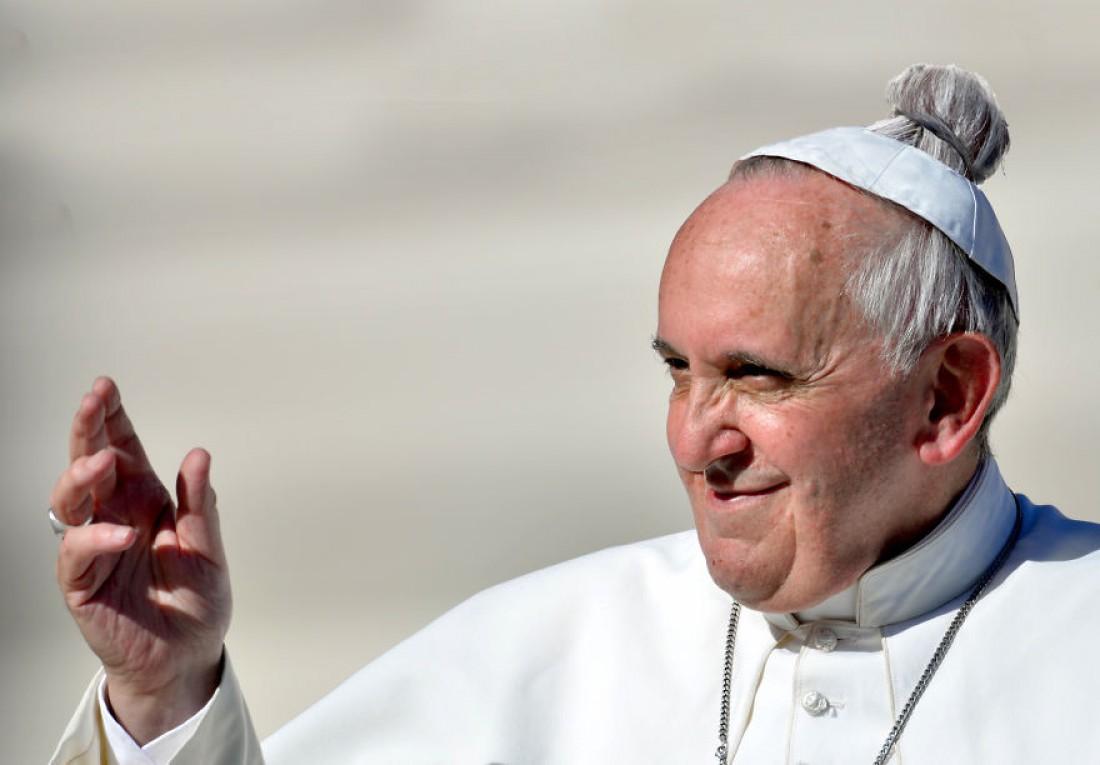 Папа Римский Франциск — 266-й папа римский. Избран 13 марта 2013 года. Первый в истории папа из Нового Света и первый за более чем 1200 лет папа не из Европы. Первый папа-иезуит