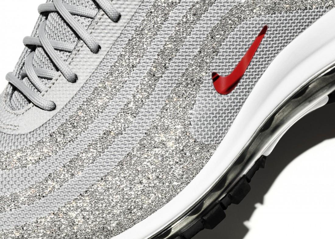 Чудо-ткань кроссовок Nike Air Max 97 LX Swarovski Edition