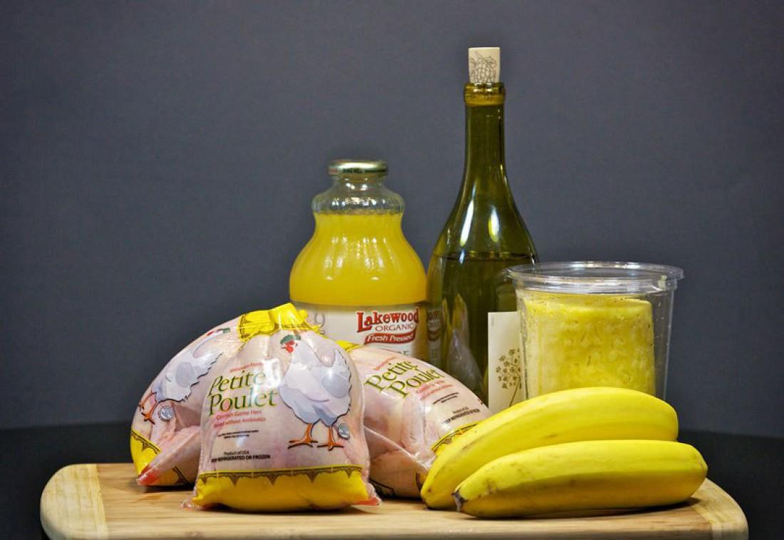 Нагретое белое вино с бананом - еще один способ согреться в осенние холода
