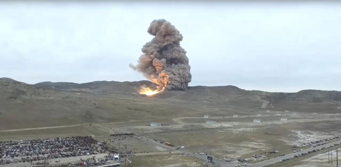 Запуск движка Space Launch System. Вид на расстоянии нескольких сотен метров