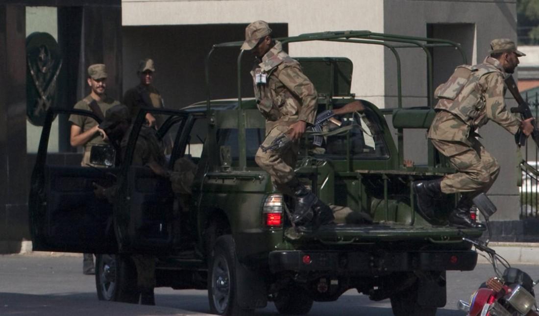 """""""Черный аист"""" во время освобождения заложников в 2009-м"""