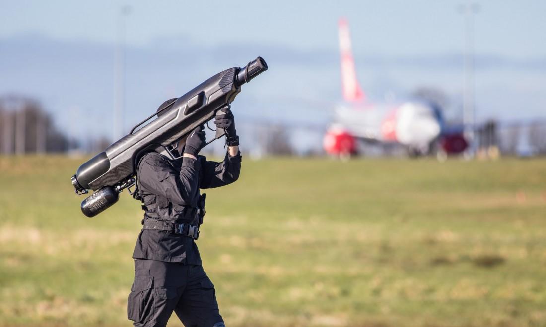SkyWall 100 — умный пневмо-ствол, стреляющий в дронов сеткой
