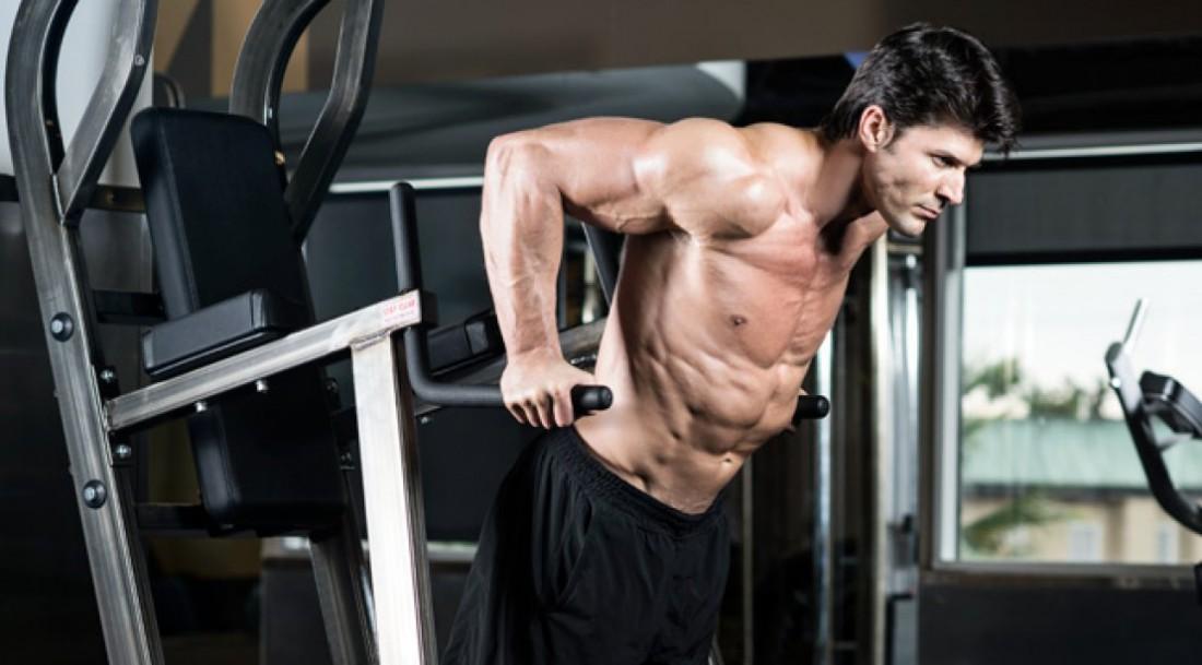 Отжимания на брусьях - лучший способ накачать трицепсы и мышцы груди