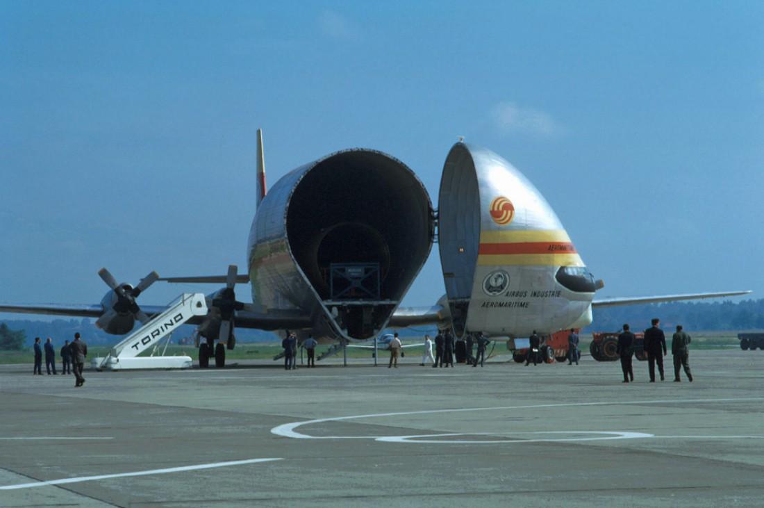 Aero Spacelines Super Guppy. Возит негабаритный груз