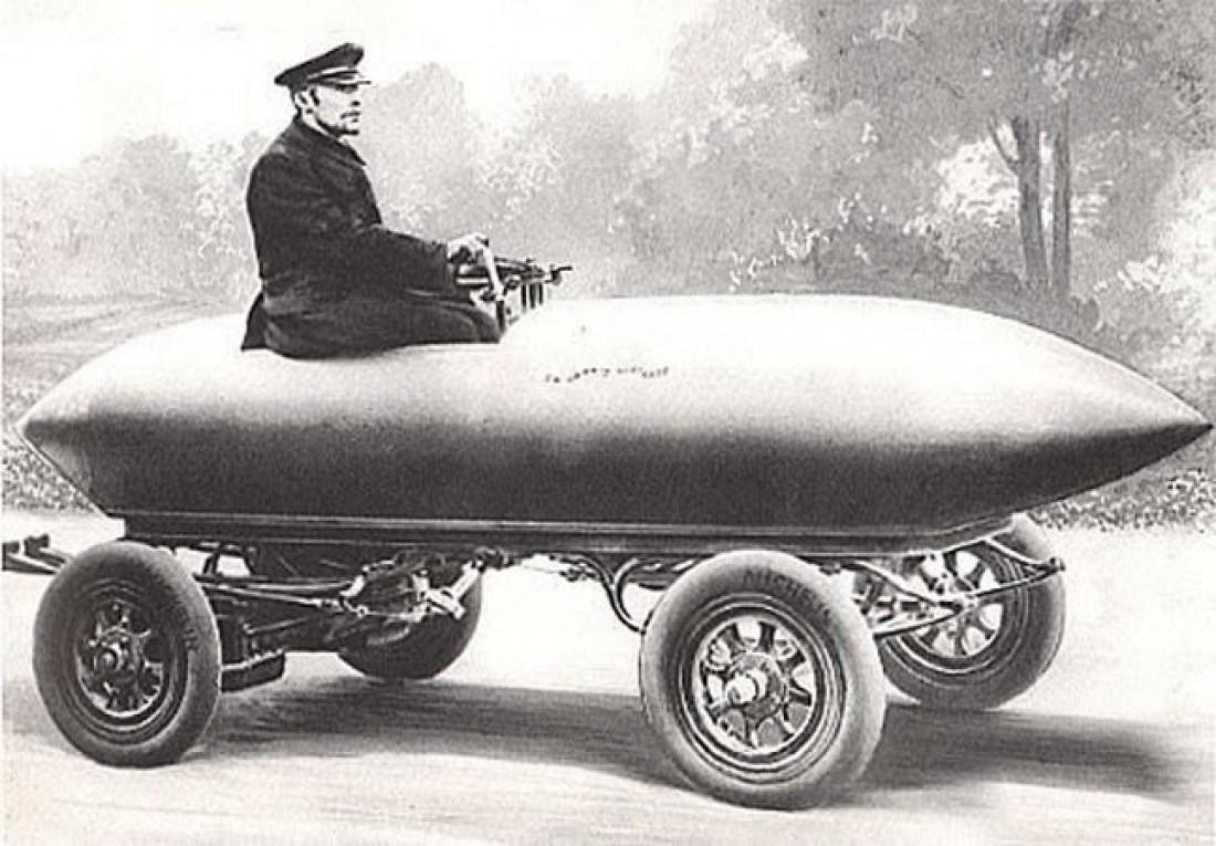 Электромобиль La Jamais Contente. Первым преодолел отметку скорости 100 км/час