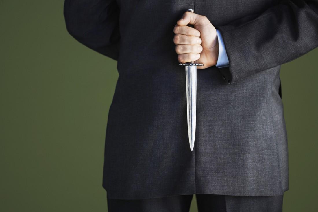 Кортик — разновидность ножа с лезвиями с двух сторон