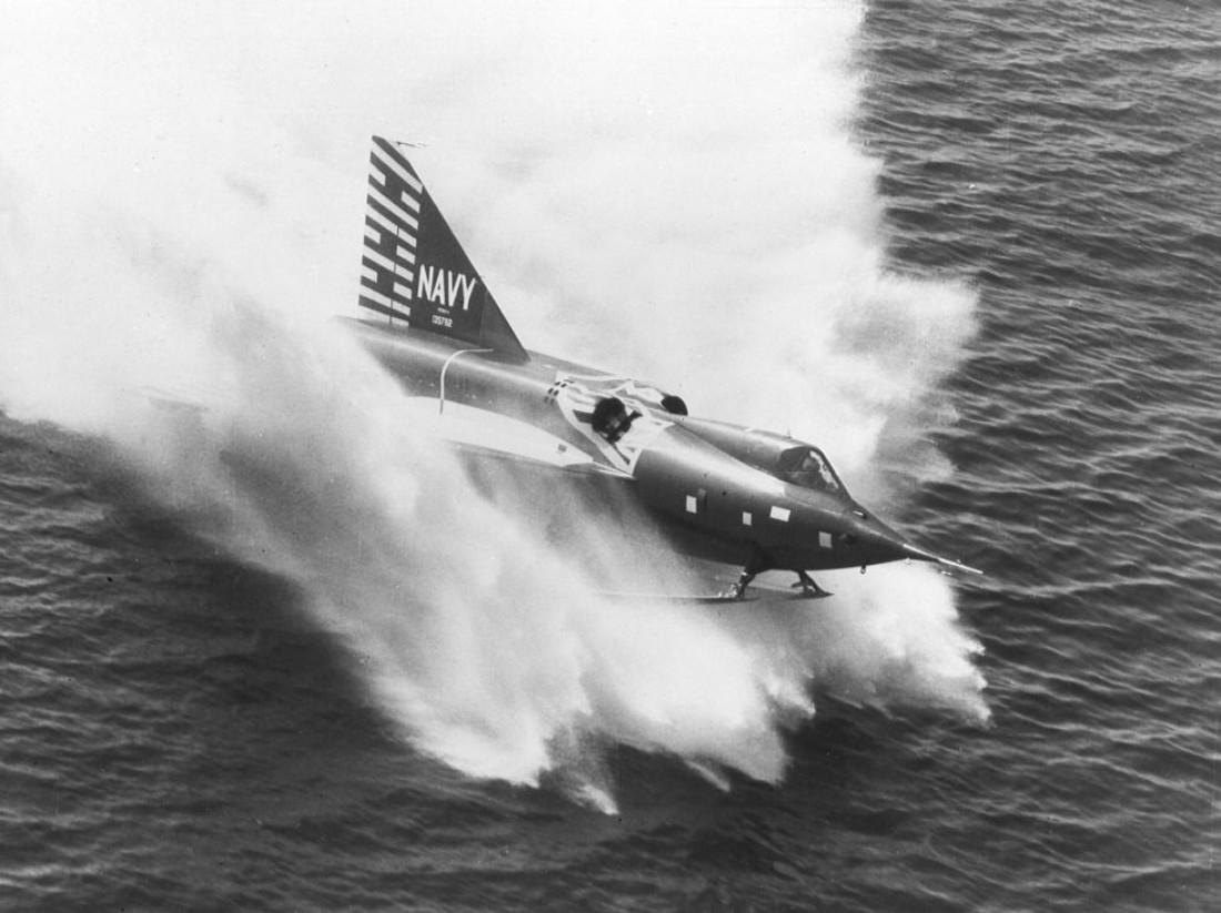 Нестабильный и маломощный Convair XF2Y Sea Dart