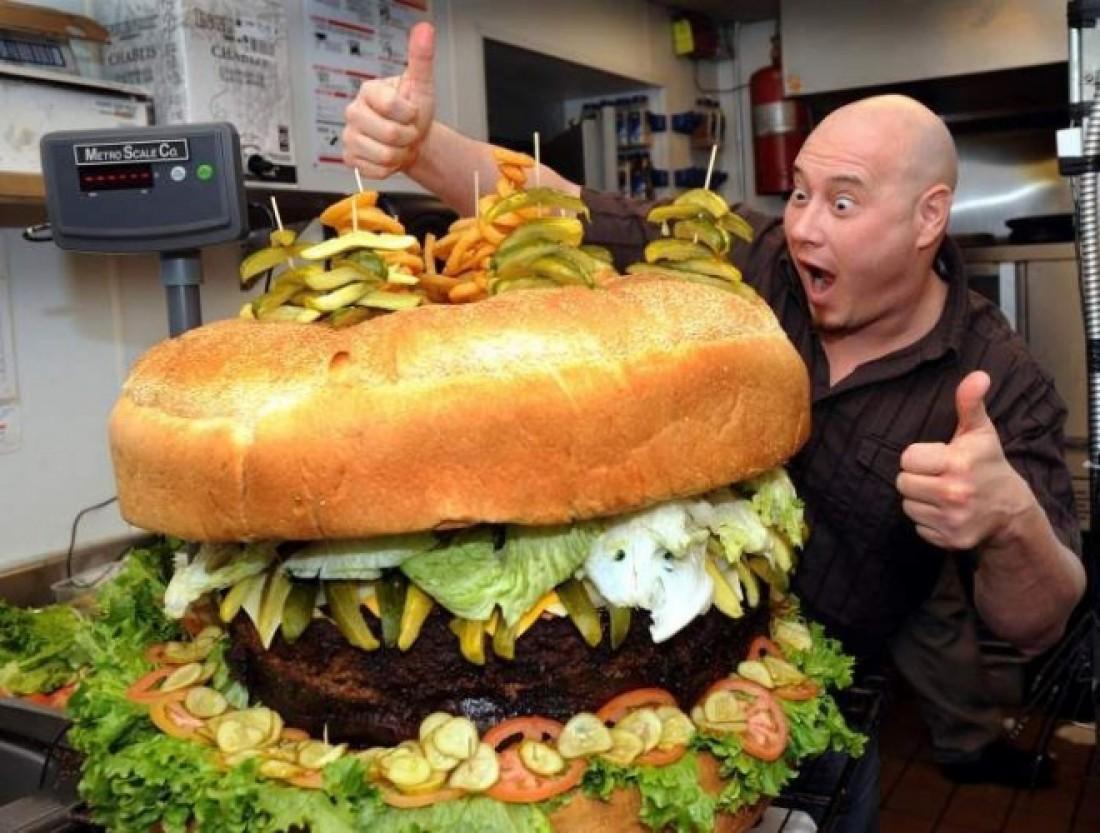 Котлету этого бургера переворачивают обычно три повара