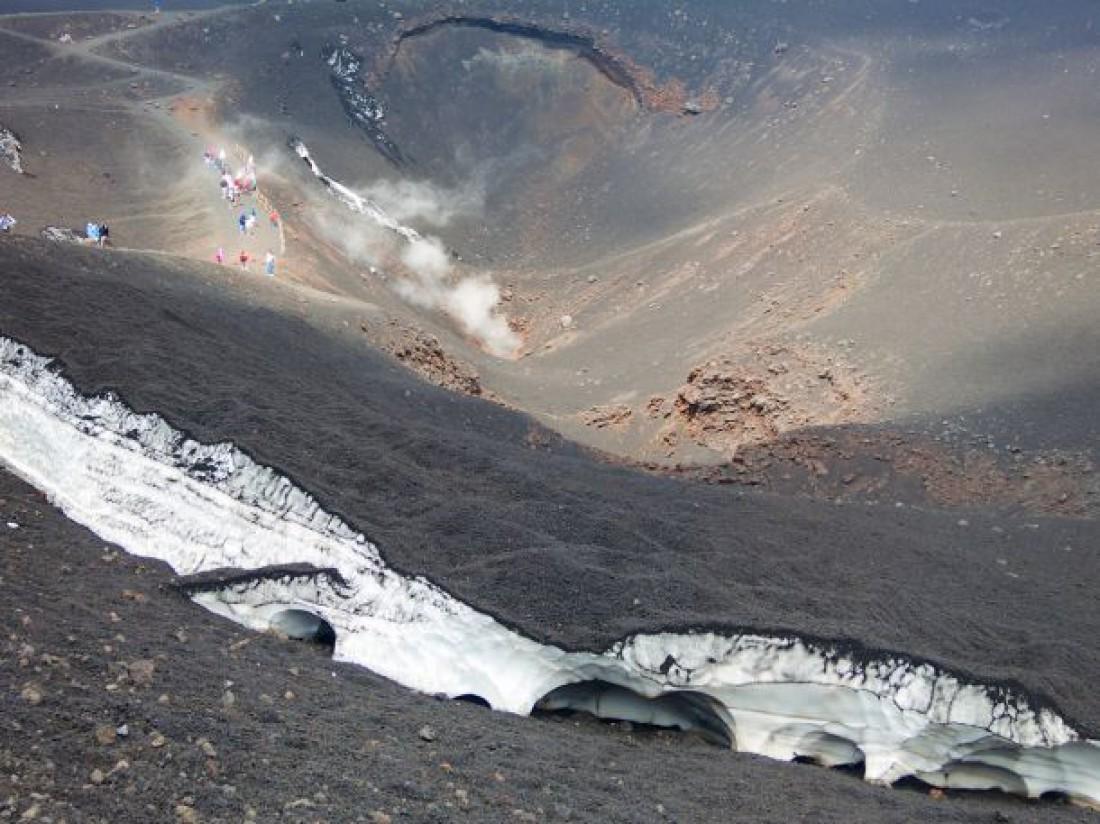 Стратовулкан Этна. До сих пор считается действующим. Вид сверху