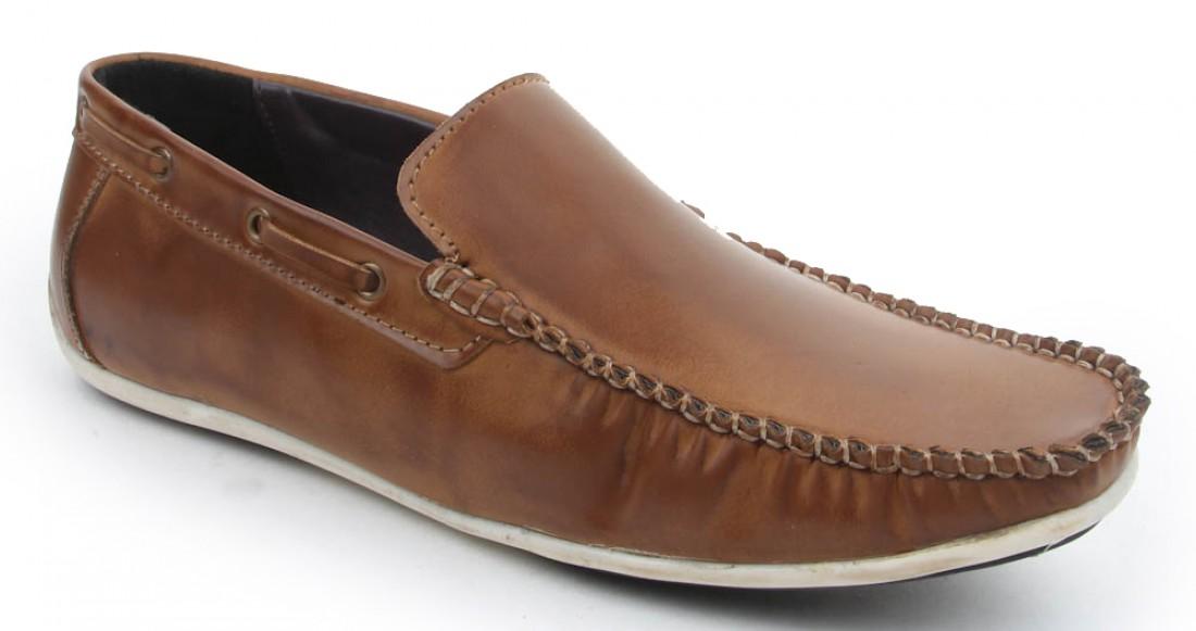 Лоферы —  туфли без шнурков и застежек, с длинным языком
