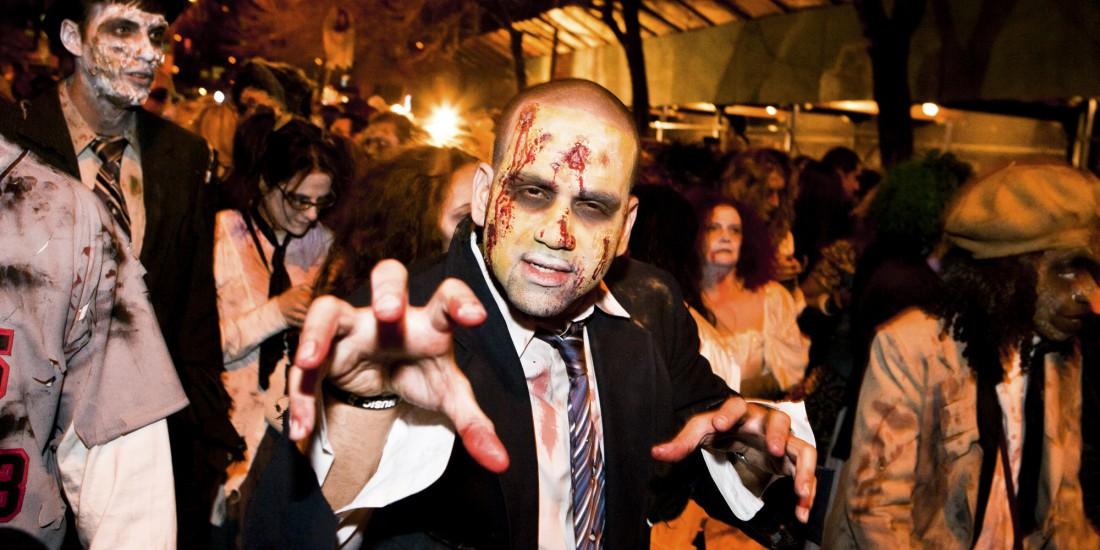 В США празднование Хэллоуина заканчивается массовыми парадами с участием зомби