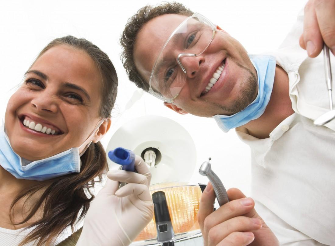Как можно отбеливать зубы если они почернели