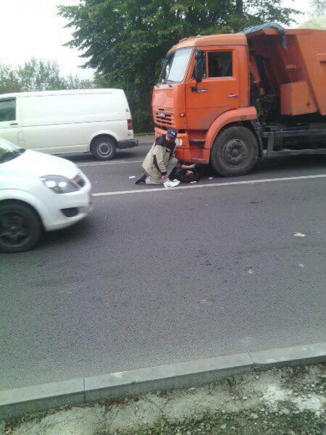 Во Львове грузовик сбил женщину