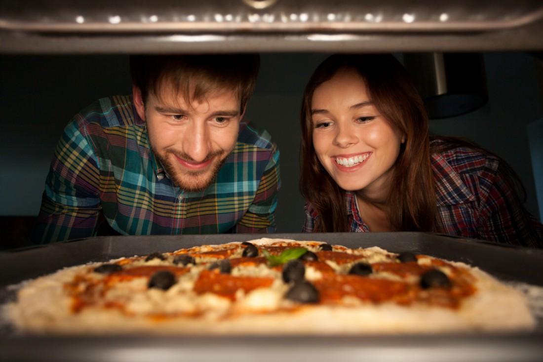 А тебе слабо приготовить пиццу в домашних условиях?
