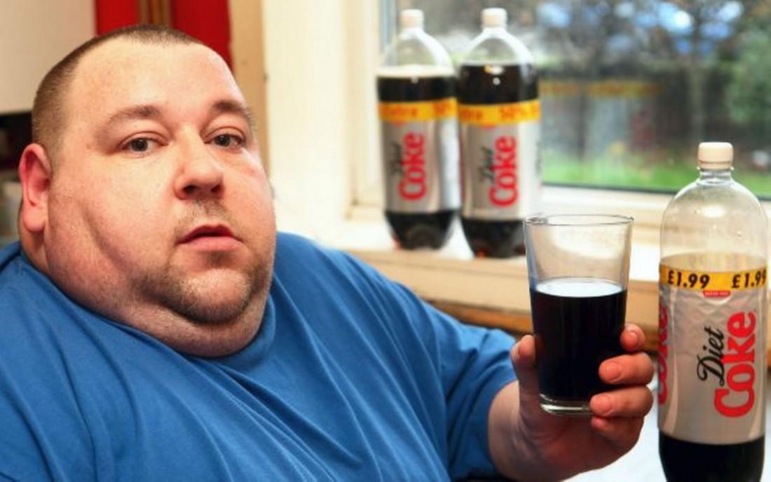 Не пей сладкие газировки: они заряжены лишними калориями → растолстеешь