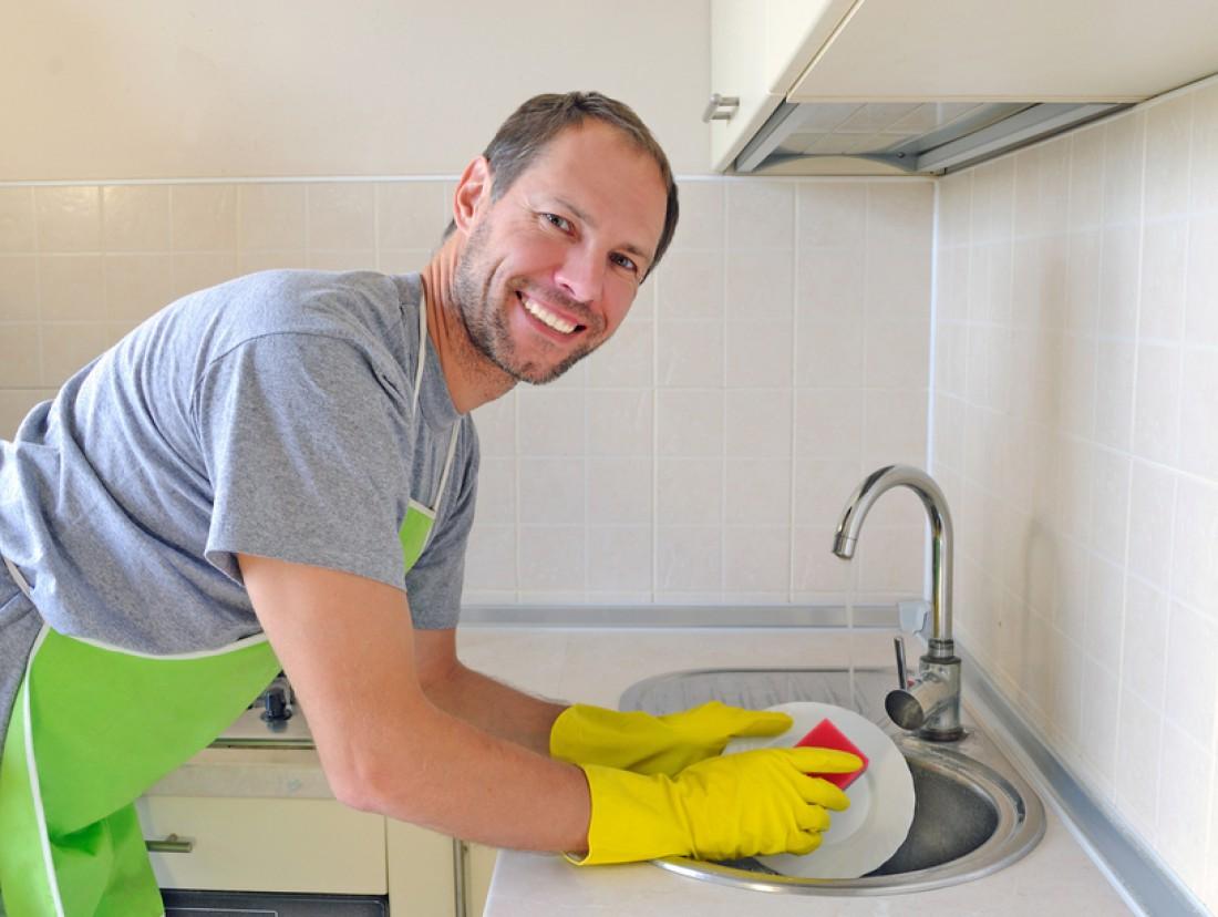 Не ленись помогать любимой по хозяйству