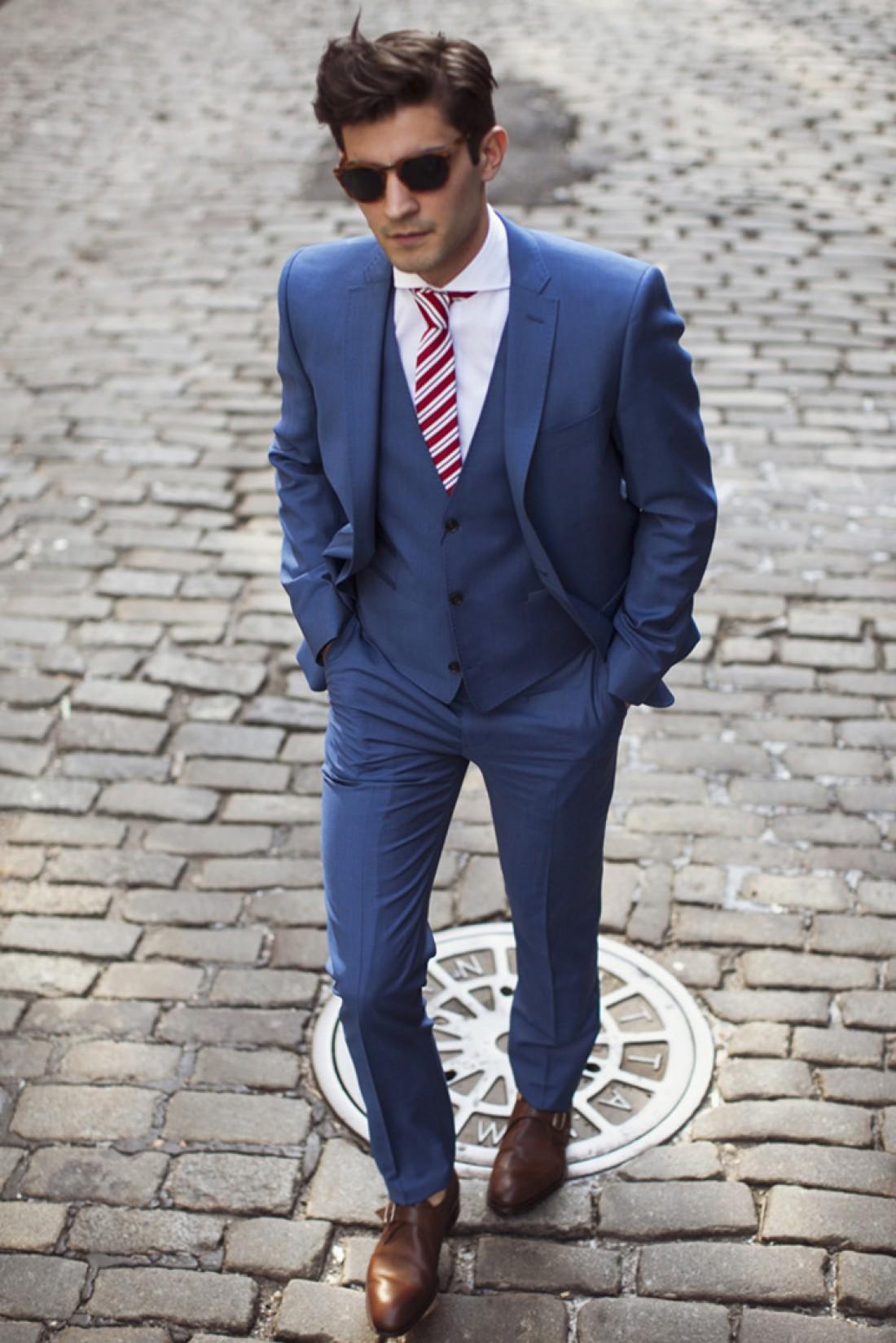Как быть стильным на Новый год — надень голубой костюм