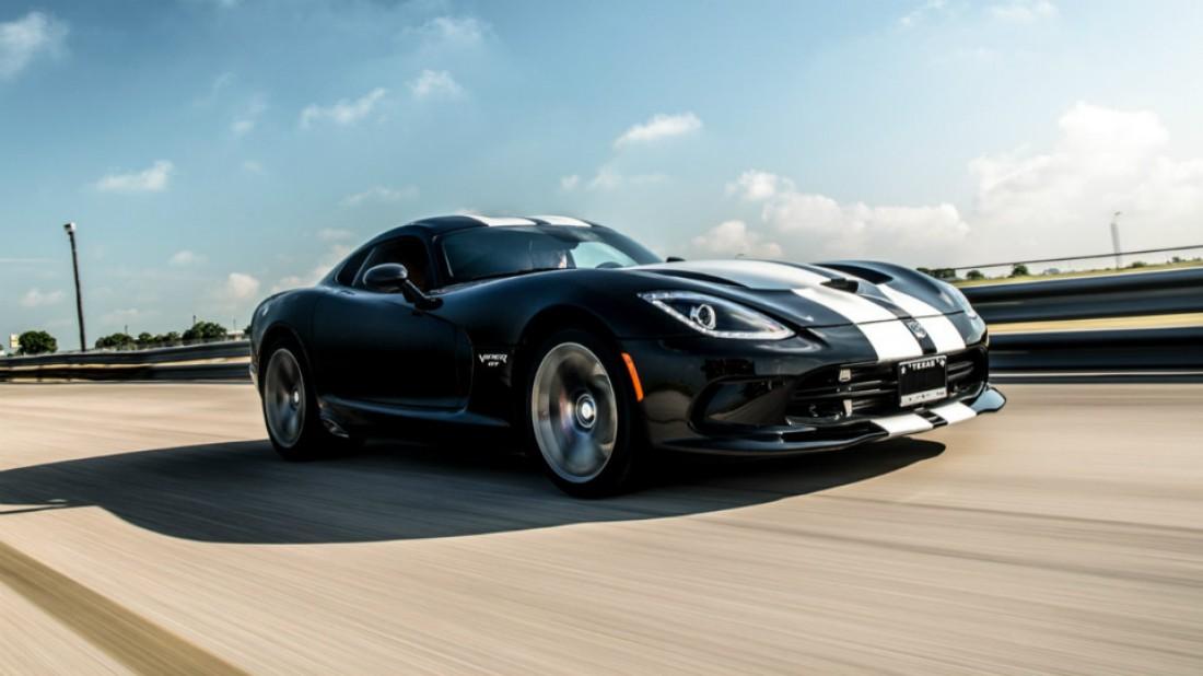 Максимальная скорость Dodge Viper ограничена на отметке 230 км/час