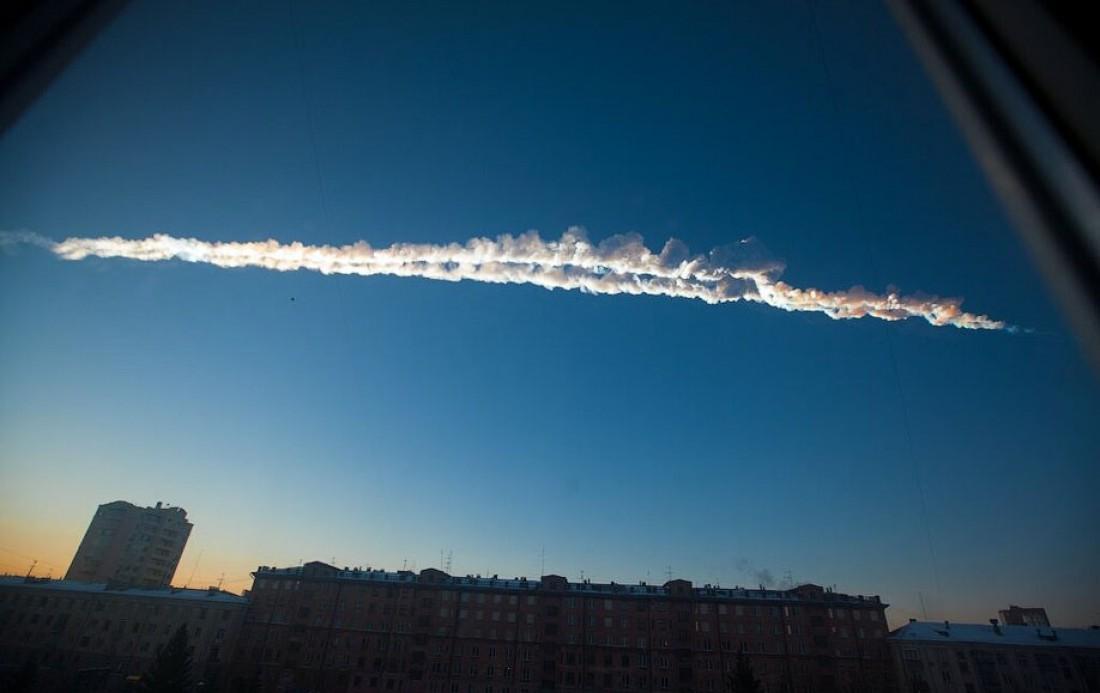 Челябинский метеорит. Общая масса осколков - 654 кг, ударная волна которых нанесла серьезный ущерб Челябинской области и некоторым другим регионам России
