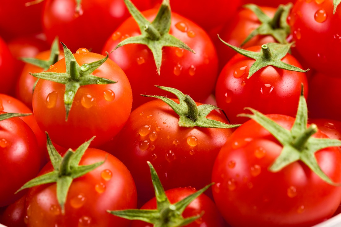Перед тем, как купить помидоры, обращайте внимание на их цвет и кожуру
