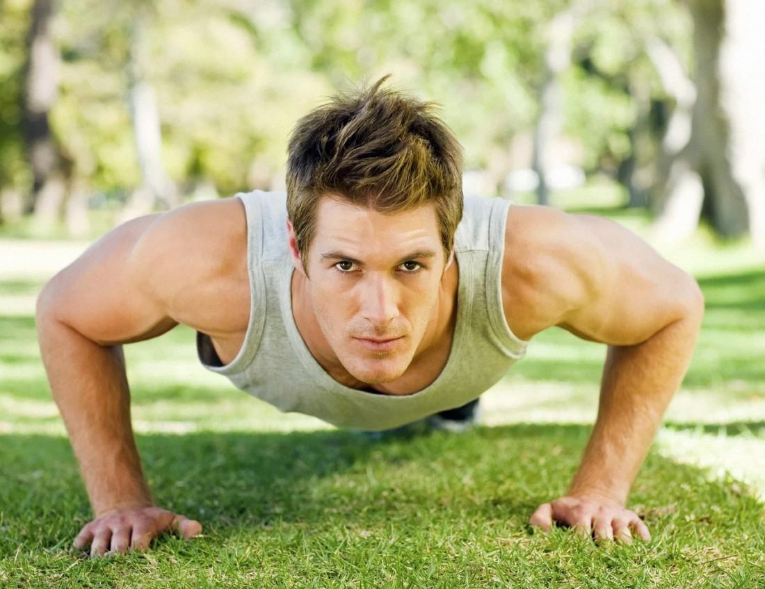 Отжимания от пола — одно из лучших базовых упражнений для прокачки мышц груди