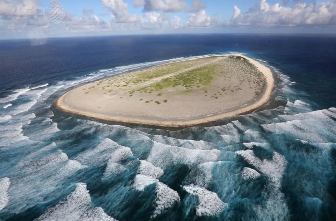 Тромлен — необитаемый остров в Индийском океане. Является предметом спора между Францией и Маврикием. В настоящее время контролируются Францией