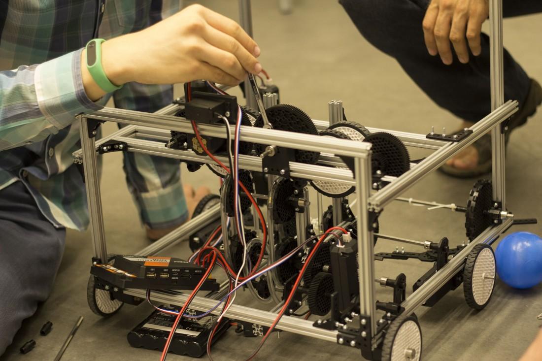 Робот сконструирован из системы REV Robotics. Другой такой в Украине нет