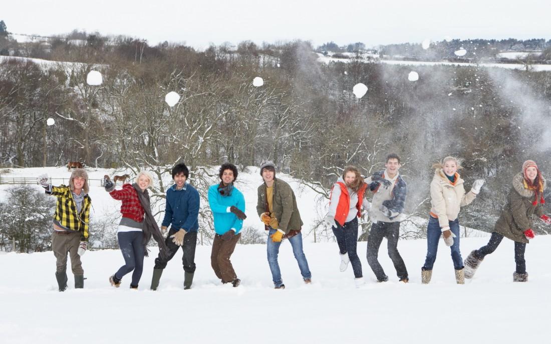 Играя в снежки, всегда прикрывай голову