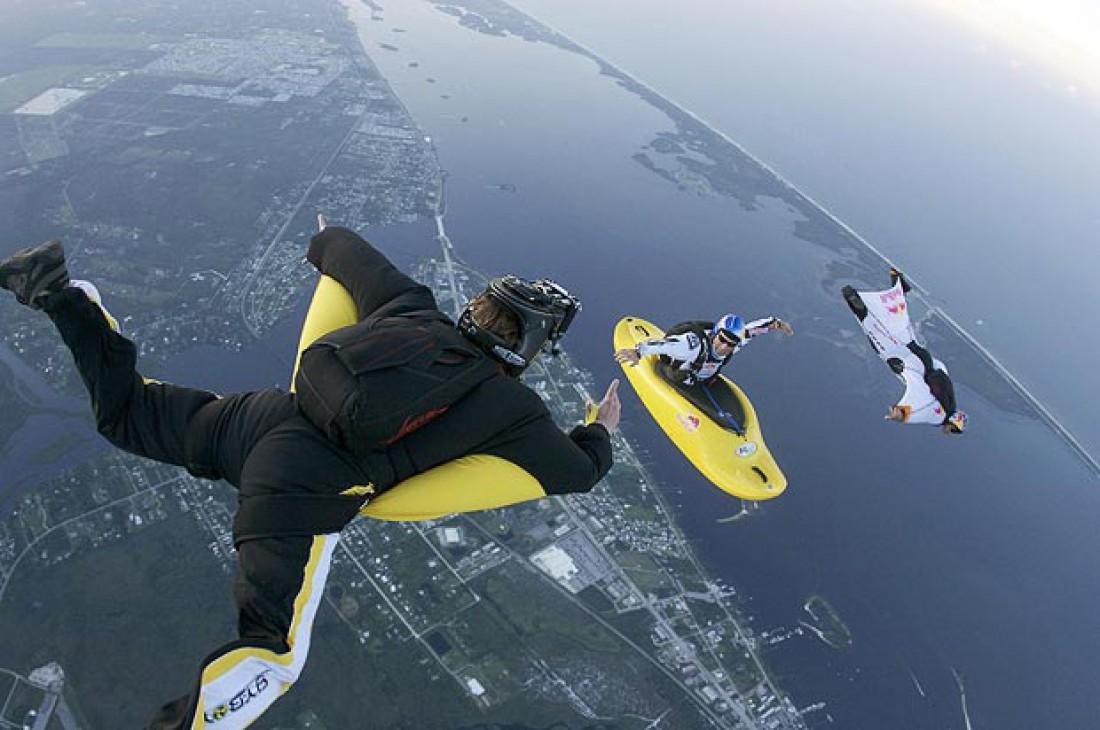 Скаякинг - это прыжок с парашютом в лодке-каяке