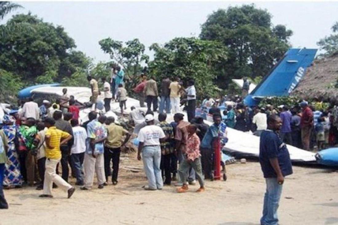 Остатки упавшего самолета в Конго
