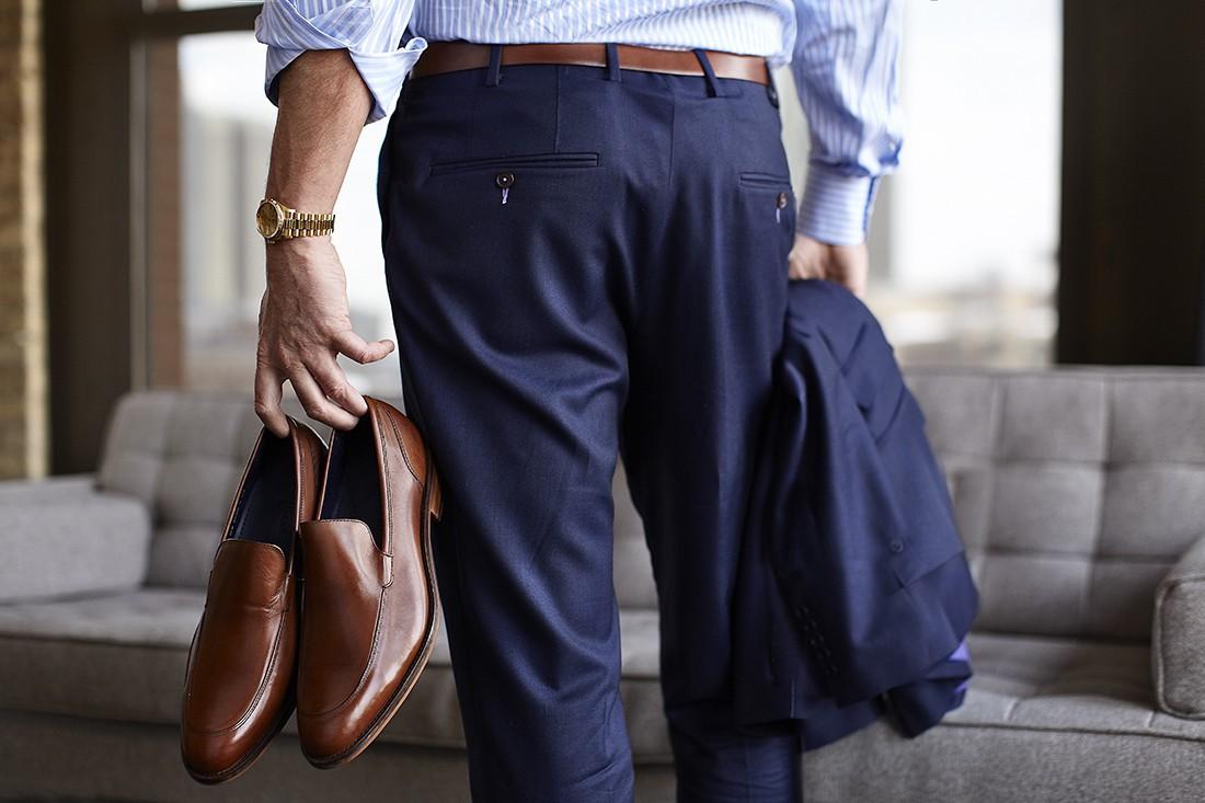 В твоем шкафу обязательно должен быть хороший костюм и стильные туфли. И не жалей денег на имиджевые часы