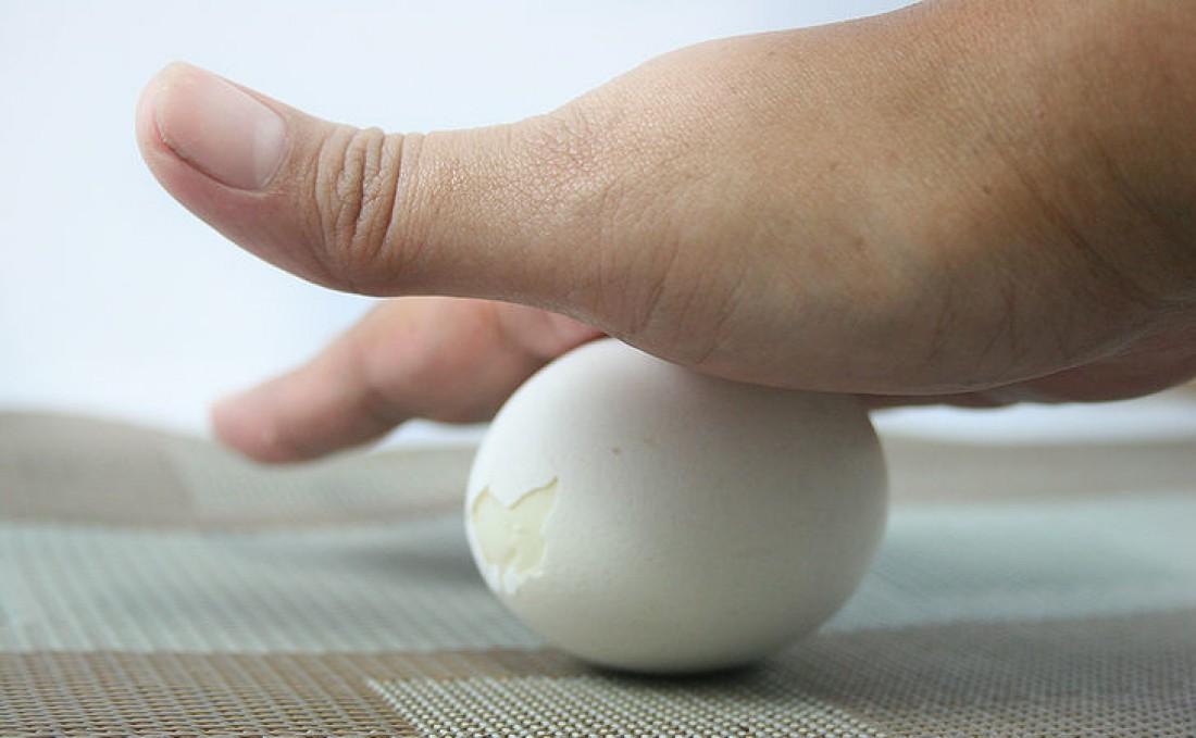 Яйцо по столу катай аккуратно: чтобы его не раздавить