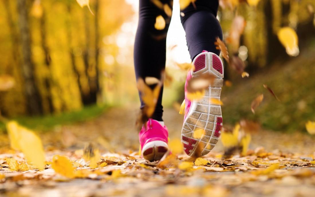 Для бега осенью выбирай правильные кроссовки