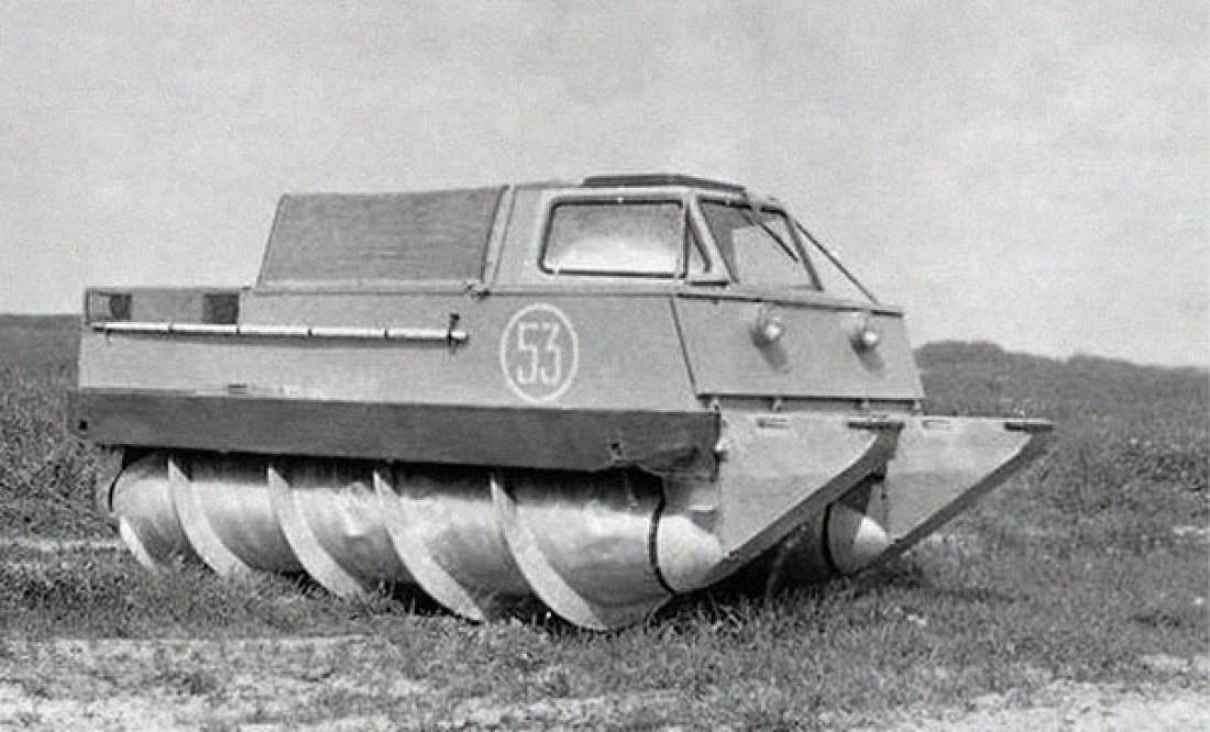 На фото: советский болотоход, способный проходить по любой местности
