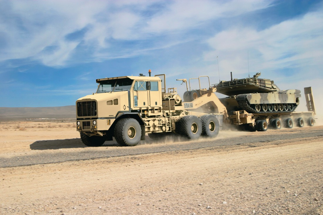 Американский Oshkosh Defense 6x6 Heavy Equipment Transporter