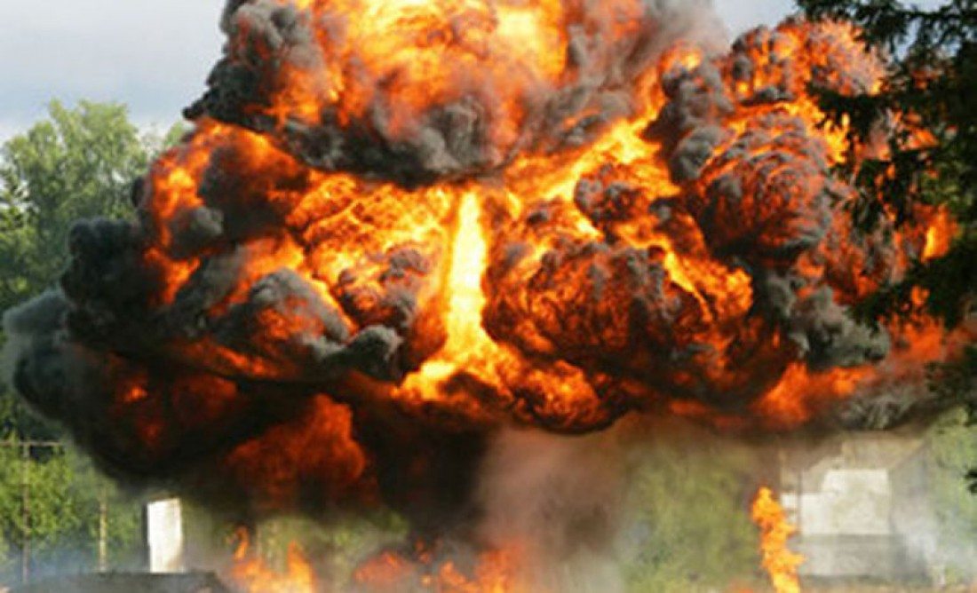 После взрыва гранаты много огня и пыли бывает только в кино