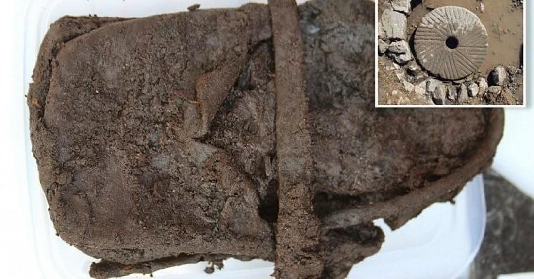 В Великобритании археологи обнаружили 600-летний кожаный ботинок