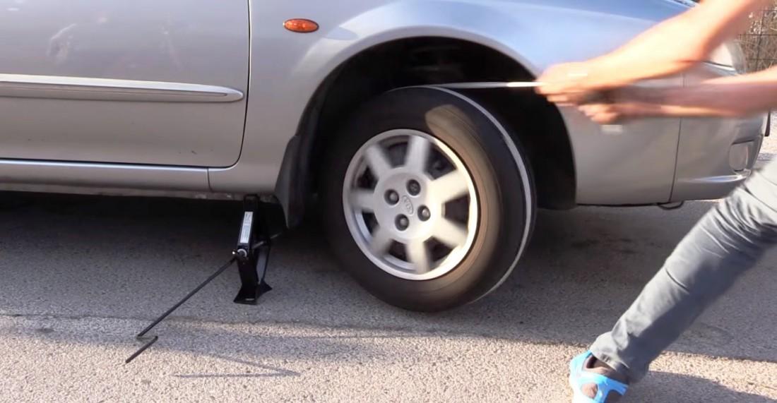 Как завести машину без ключей — домкрат и веревка в помощь